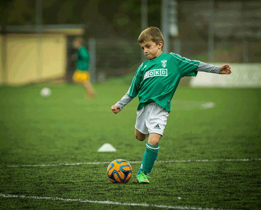 Actionaufnahmen Fussball-Kind